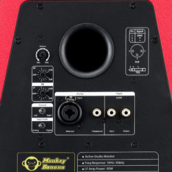 The connection panel fulfils all requirements, with flexible connections for all digital and analogue sound sources.