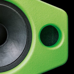 The Silverback combines the typical co-axial properties of a point sound source, without differences in propagation times of separate paths, with the sound of a generously sized loudspeaker.