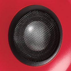 An 1 inch aluminium tweeter guarantees stressless mixing sessions